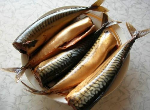skumbriya-v-chae-i-lukovoj-sheluhe