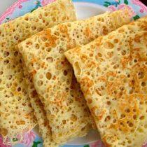 bliny-na-smetane-recept-tonkie-s-dyrochkami