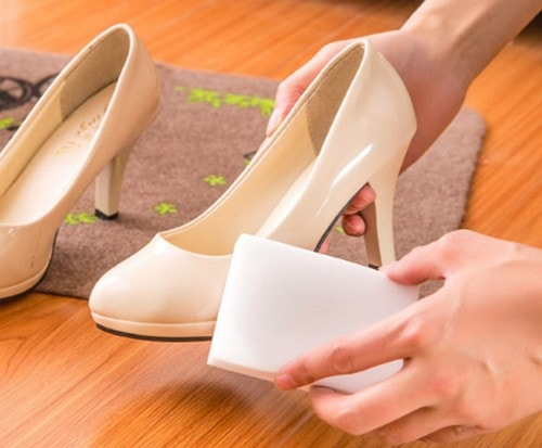 chistka-obuvi-melaminovoj-gubkoj